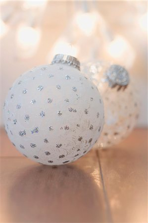 Two different Christmas tree baubles Stock Photo - Premium Royalty-Free, Code: 659-03524947