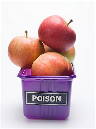 poison - Red apples in a plastic punnet with a 'POISON' label Stock Photo - Premium Royalty-Free, Code: 659-03529690