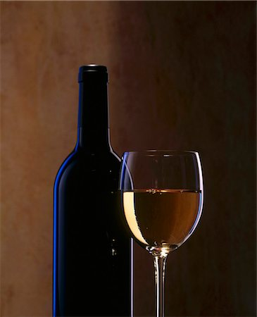 A glass of white wine and a wine bottle Stock Photo - Premium Royalty-Free, Code: 659-03523061