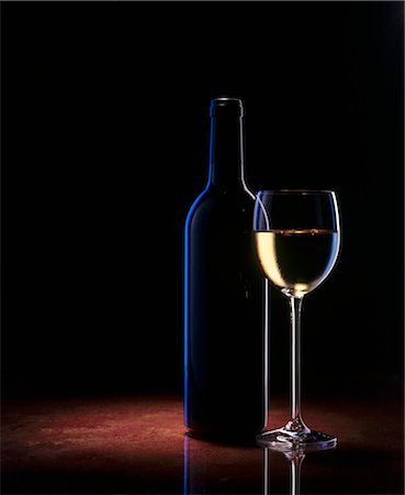 A glass of white wine and a wine bottle Stock Photo - Premium Royalty-Free, Code: 659-03523062