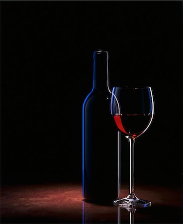 A glass of red wine and a wine bottle Stock Photo - Premium Royalty-Free, Code: 659-03523063