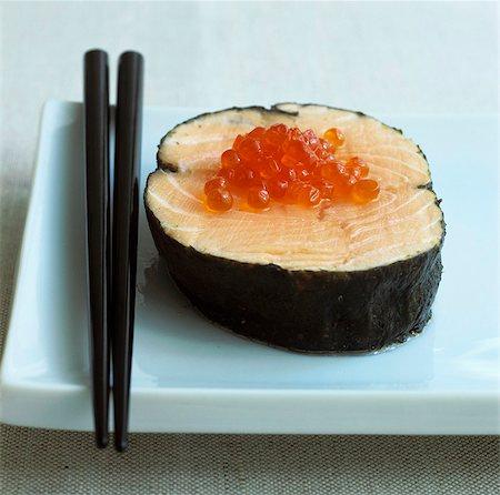 Salmon in nori leaf with salmon caviar Stock Photo - Premium Royalty-Free, Code: 659-03523912