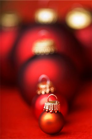 Assorted Christmas baubles in shades of red Stock Photo - Premium Royalty-Free, Code: 659-03536636