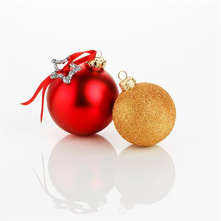Two different Christmas baubles (red and gold) Stock Photo - Premium Royalty-Free, Code: 659-03536972