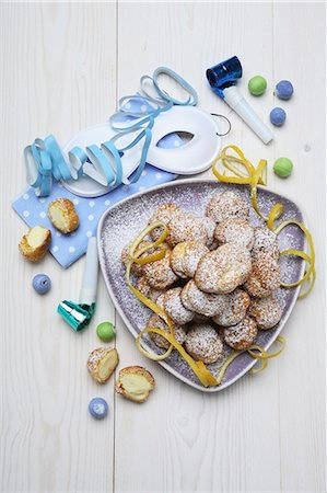 puff - BignË di San Giuseppe (Small cream-filled pastries) Stock Photo - Premium Royalty-Free, Code: 659-03537133