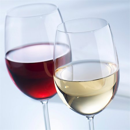 Glass of white wine and glass of red wine Stock Photo - Premium Royalty-Free, Code: 659-03537620