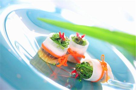 Radish rolls filled with tofu and wakame Stock Photo - Premium Royalty-Free, Code: 659-03537742