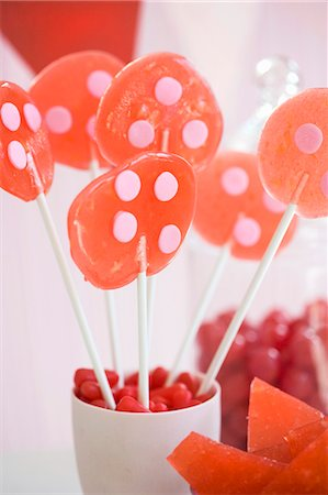 picture of a red lollipop - Homemade Lollipops in a Cup Stock Photo - Premium Royalty-Free, Code: 659-03530263