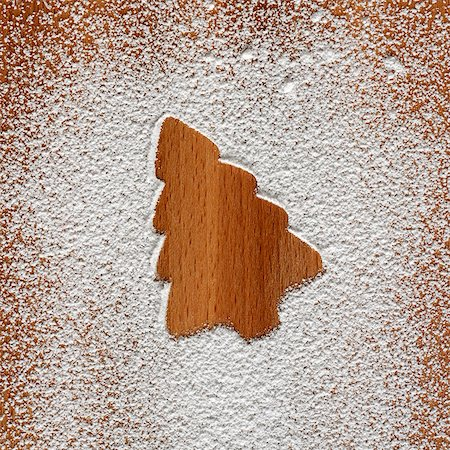 Christmas tree shape in icing sugar Stock Photo - Premium Royalty-Free, Code: 659-03532614
