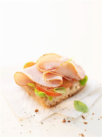 smoked - Smoked chicken breast on baguette Stock Photo - Premium Royalty-Free, Code: 659-03533329