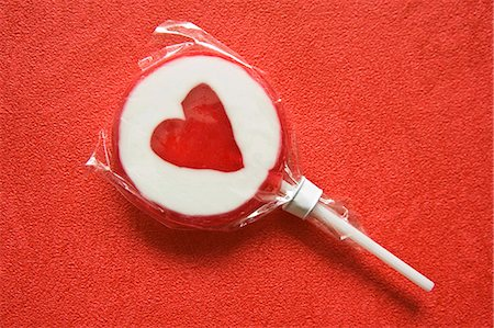 picture of a red lollipop - Lollipop with heart on red background Stock Photo - Premium Royalty-Free, Code: 659-03533821