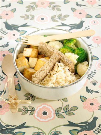 smoked - Smoked tofu,broccoli and cauliflower Bento,steamed basmati rice Stock Photo - Premium Royalty-Free, Code: 652-05807806