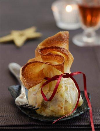 Pélardon and dried fruit Aumônière Stock Photo - Premium Royalty-Free, Code: 652-05808476