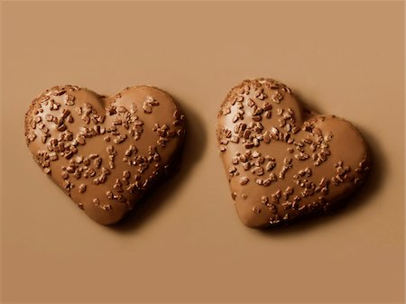 Heart-shaped chocolate biscuits Stock Photo - Premium Royalty-Free, Code: 652-05808881