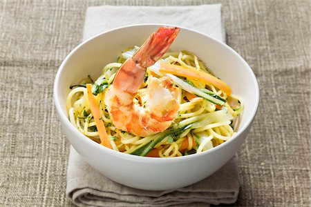Bowl of noodles and vegetables sauté with shrimp Stock Photo - Premium Royalty-Free, Code: 652-05809571