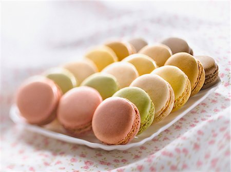 Tray of assorted macaroons Stock Photo - Premium Royalty-Free, Code: 652-06818733