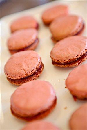 dessert - Preparing raspberry macaroons Stock Photo - Premium Royalty-Free, Code: 652-07655811