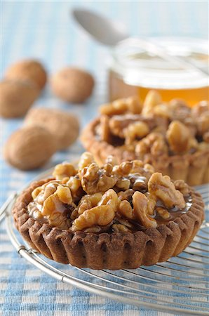 Walnut and honey tartlets Stock Photo - Premium Royalty-Free, Code: 652-07656354