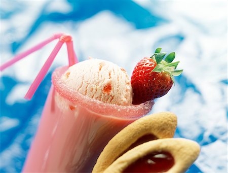 Strawberry milk shake with scoop of ice cream Stock Photo - Premium Royalty-Free, Code: 652-03633333