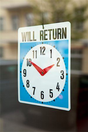 A WILL RETURN sign hanging in the window of a shop door Stock Photo - Premium Royalty-Free, Code: 653-05393112