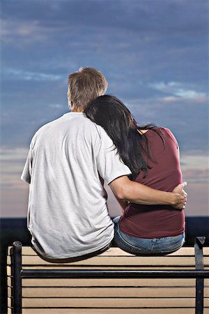 A couple sitting on a bench watching the sun set Stock Photo - Premium Royalty-Free, Code: 653-05393195