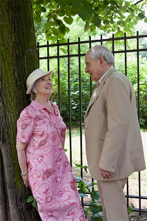 Senior couple make eye contact in park Stock Photo - Premium Royalty-Free, Code: 653-05393387