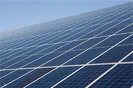 Detail of rows of solar panels Stock Photo - Premium Royalty-Free, Code: 653-05975866