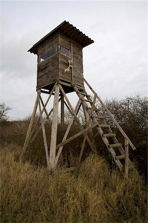 A hunting tower in a field Stock Photo - Premium Royalty-Free, Code: 653-05975874