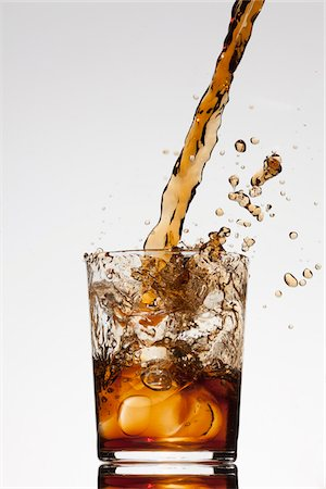 flowing - A drink being poured into a glass Stock Photo - Premium Royalty-Free, Code: 653-05976393