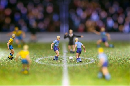 Miniature soccer player figurines at the kick-off of a soccer match Stock Photo - Premium Royalty-Free, Code: 653-05976589