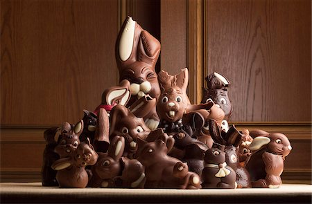 Heap of different chocolate Easter bunnies Stock Photo - Premium Royalty-Free, Code: 653-05976695