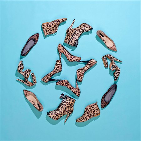Various leopard print shoes arranged in a pattern Stock Photo - Premium Royalty-Free, Code: 653-05976724