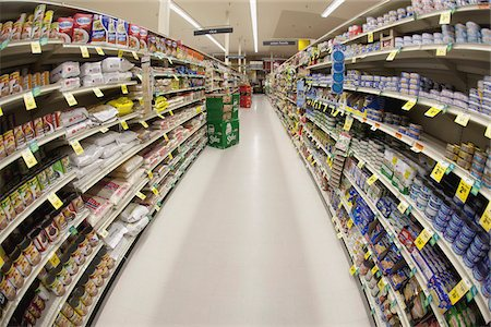 supermarket not people - An aisle of a grocery store, diminishing perspective Stock Photo - Premium Royalty-Free, Code: 653-05976753
