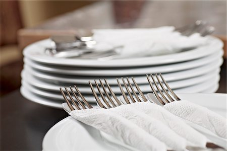 Forks and knives wrapped in paper napkins Stock Photo - Premium Royalty-Free, Code: 653-05976863