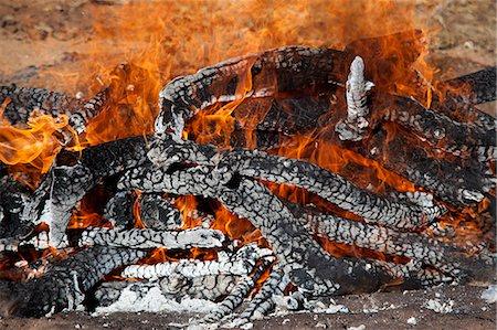 fire - Detail of burning wood Stock Photo - Premium Royalty-Free, Code: 653-06534216
