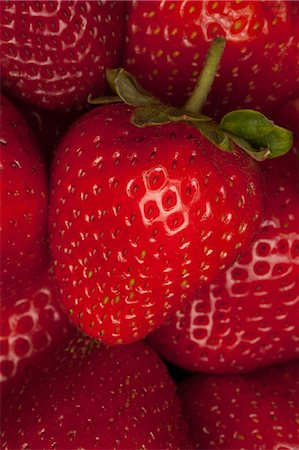 strawberries - A bunch of strawberries, close-up, full frame Stock Photo - Premium Royalty-Free, Code: 653-06534427