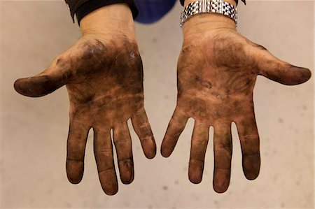 showing - Mechanic's dirty hands Stock Photo - Premium Royalty-Free, Code: 653-06534478