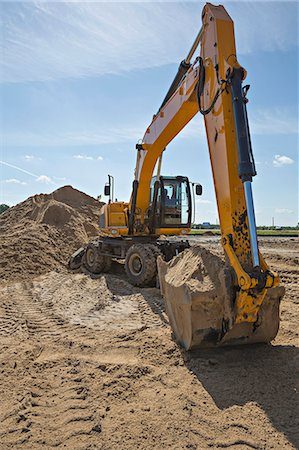 earth no people - Digger scoop full of sand Stock Photo - Premium Royalty-Free, Code: 653-06534485