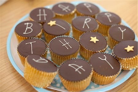 Buns spelling out 'Happy Birthday' Stock Photo - Premium Royalty-Free, Code: 653-06535002