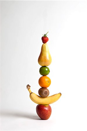 Fruit arranged in a stack Stock Photo - Premium Royalty-Free, Code: 653-06819500