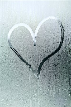 droplet - A heart shape drawn in the condensation of a window Stock Photo - Premium Royalty-Free, Code: 653-06819633