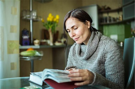 page - Woman reading book Stock Photo - Premium Royalty-Free, Code: 653-06819694