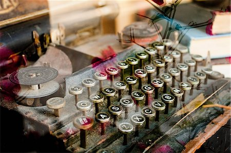 An old typewriter viewed through a shop window, close-up Stock Photo - Premium Royalty-Free, Code: 653-07233736