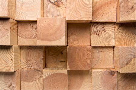 A grid of wooden blocks arranged in varying lengths Stock Photo - Premium Royalty-Free, Code: 653-07233781