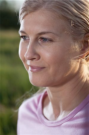 Mature woman looking away, close-up Stock Photo - Premium Royalty-Free, Code: 653-07539075