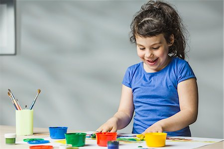 finger painting - Smiling girl finger painting at home Stock Photo - Premium Royalty-Free, Code: 653-08171890