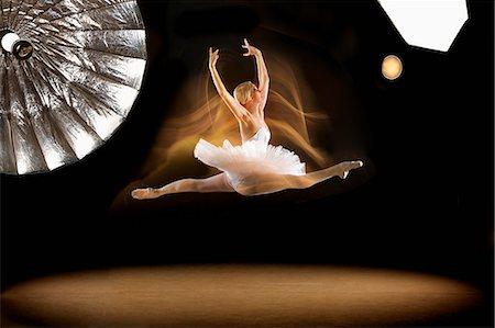 Full length of ballerina doing splits in mid-air at studio Stock Photo - Premium Royalty-Free, Code: 653-08382468