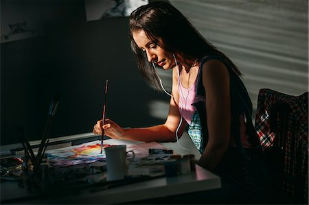 painting - Female artist painting at table in art studio Stock Photo - Premium Royalty-Free, Code: 653-08382597