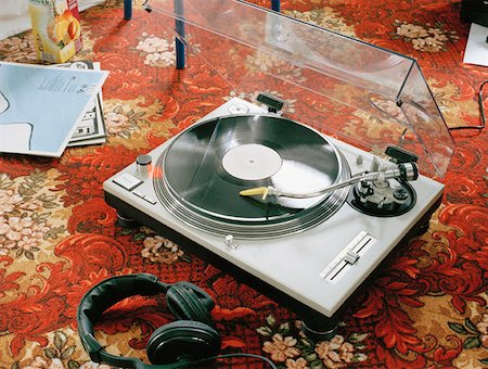 A turntable on a carpet Stock Photo - Premium Royalty-Free, Code: 653-01653051