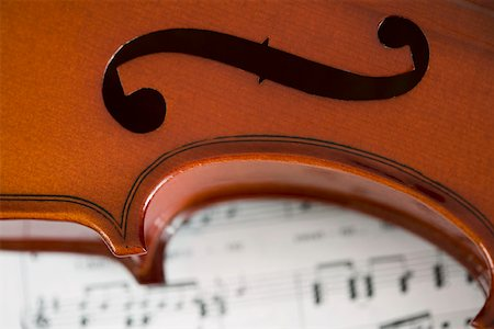 Detail of violin on sheet music Stock Photo - Premium Royalty-Free, Code: 653-01662407